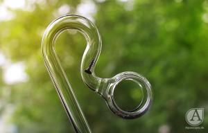 Schraube um Schwamm durch Glasware